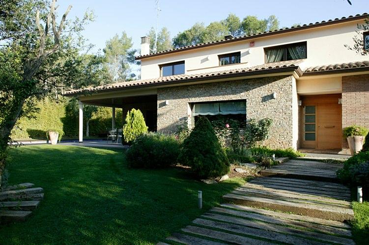 Casa begues casas prefabricadas de hormig n hormipresa for Casas de hormigon asturias